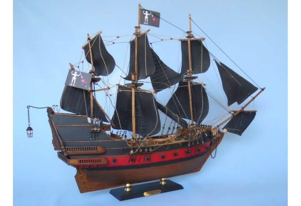 Blackbeard S Queen Anne S Revenge Pirate Ship Model