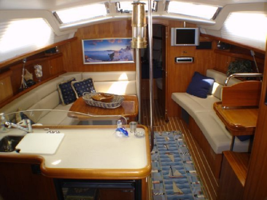2004_hunter_44_deck_salon_12