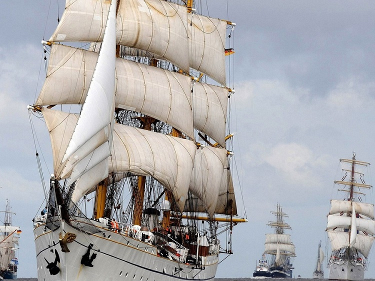 tall-ship-parade
